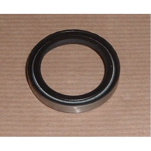 STEERING RELAY OIL SEAL