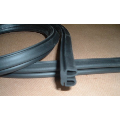 ROOF TO WINDSCREEN INNER SEAL